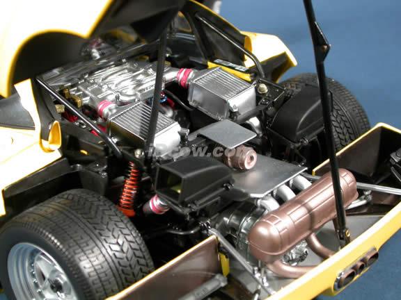 1989 Ferrari F40 diecast model car 1:12 scale die cast by Kyosho - Yellow