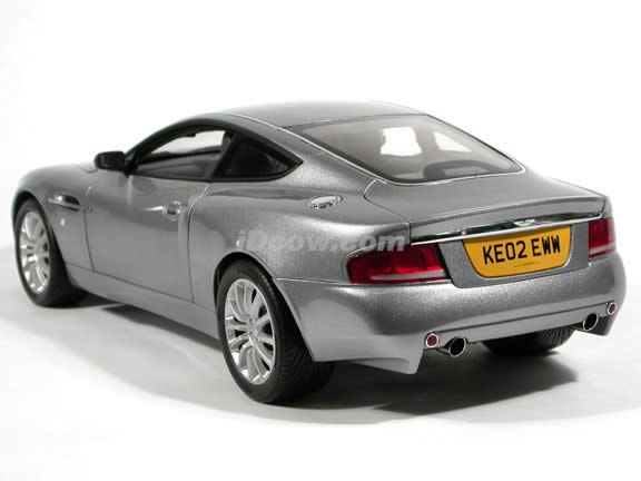 2002 Aston Martin Vanquish V12 007 James Bond diecast model car 1:12 scale die cast by Kyosho - Silver