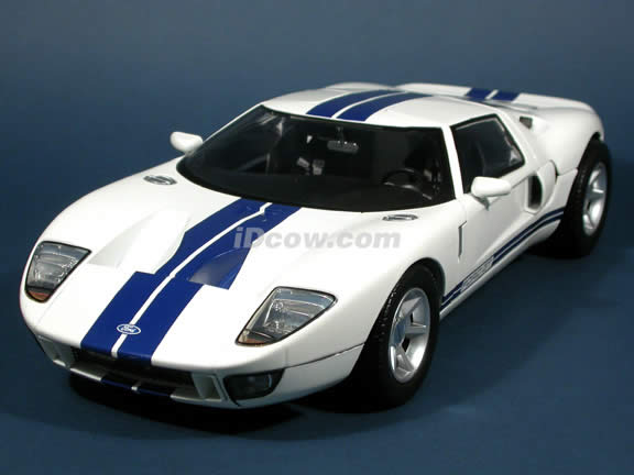 2004 Ford GT Concept diecast model car 1:12 scale die cast by Motor Max - White