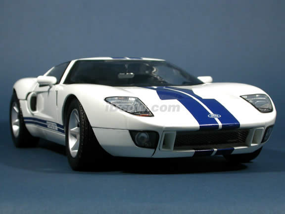 2004 Ford GT diecast model car 1:12 scale die cast by Motor Max - White
