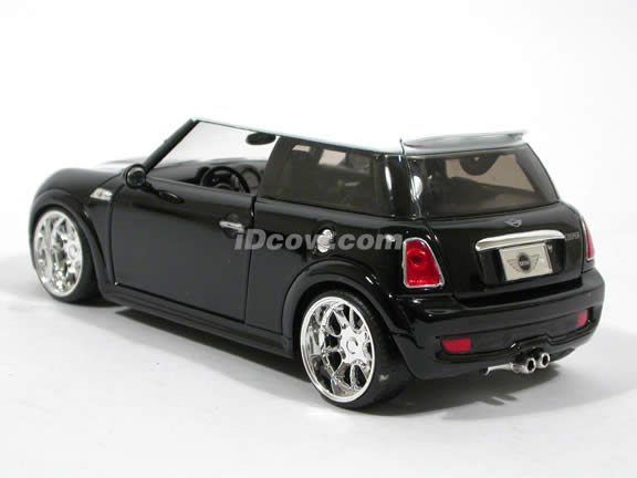 2007 Mini Cooper S diecast model car 1:24 scale die cast by Jada Toys - Black