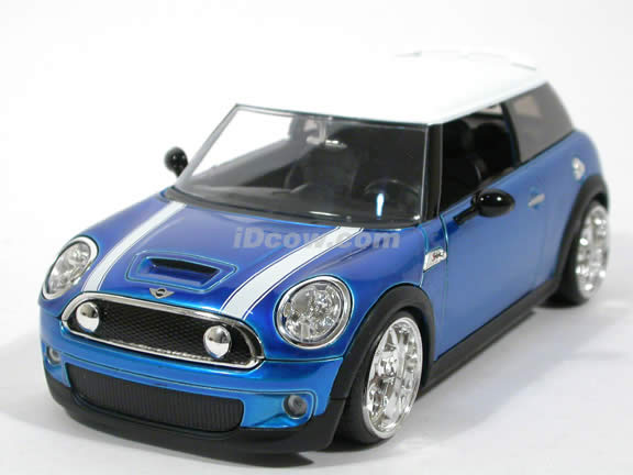2007 Mini Cooper S diecast model car 1:24 scale die cast by Jada Toys - Blue