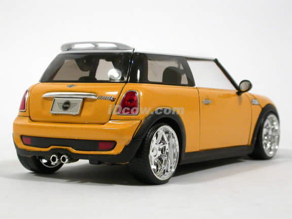 2007 Mini Cooper S diecast model car 1:24 scale die cast by Jada Toys - Yellow