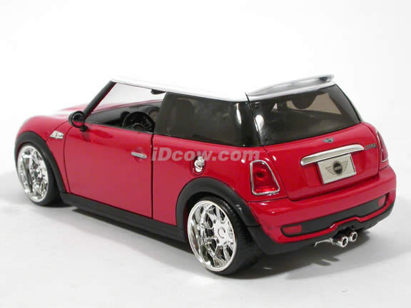 2007 Mini Cooper S diecast model car 1:24 scale die cast by Jada Toys - Red