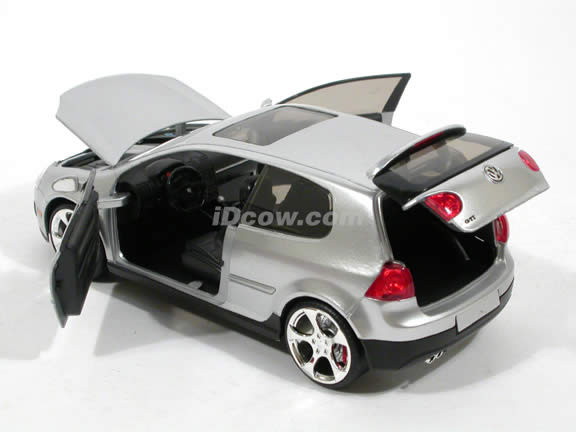 2007 Volkswagen Golf GTI diecast model car 1:24 scale MK5 by Jada Toys - Silver 91544