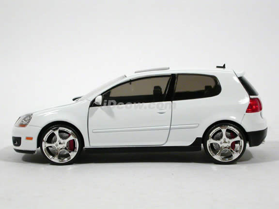 2007 Volkswagen Golf GTI diecast model car 1:24 scale MK5 by Jada Toys - White 91544