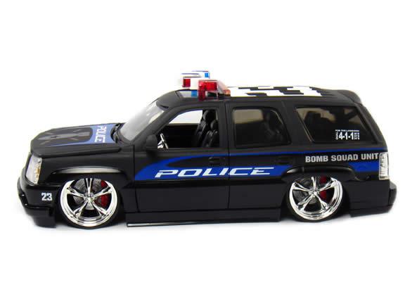 2002 Cadillac Escalade diecast model car 1:24 scale Bomb Squad by Jada Toys - Bomb Squad 5631