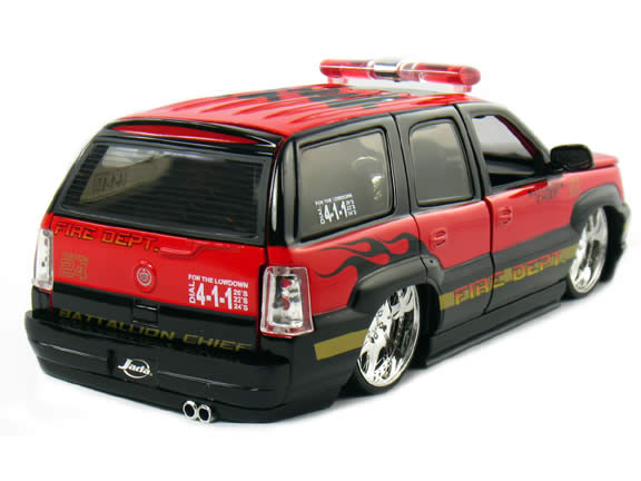 2002 Cadillac Escalade diecast model car 1:24 scale Battallion Chief by Jada Toys - Battallion Chief 5632