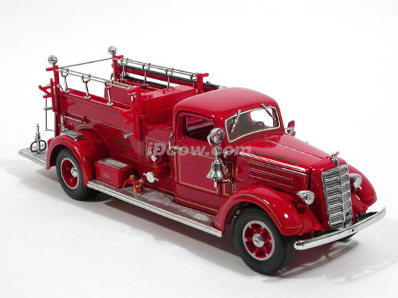 1938 Mack Type 75 Fire Engine diecast model truck 1:24 scale die cast by Signature Yat Ming - 20158