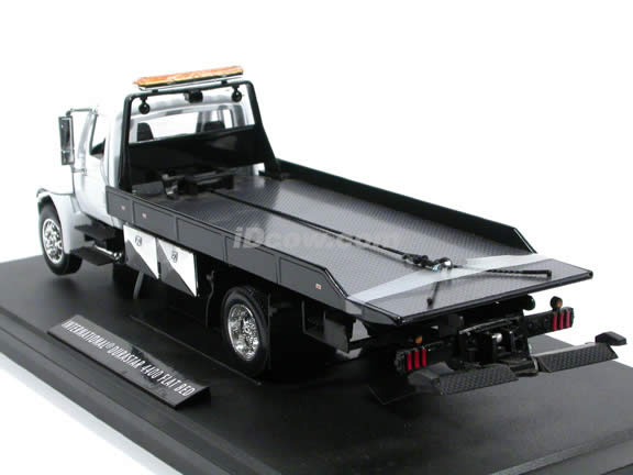2008 International Durastar 4400 Flat Bed Tow Truck diecast model truck 1:24 scale by Jada Toys - White