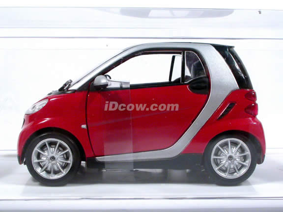 Smart Fortwo diecast model car 1:24 scale die cast by NewRay - Red