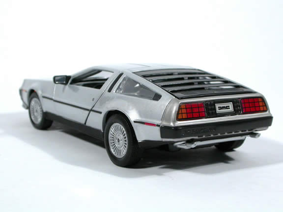 1981 DeLorean LK Diecast model car 1:24 scale die cast by Welly - Silver