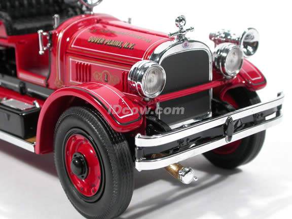1927 Seagrave Fire Engine diecast model truck 1:24 scale die cast by Signature Yat Ming