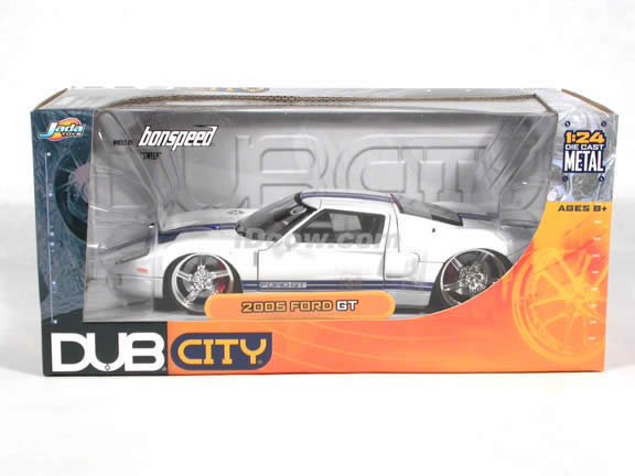 2005 Ford GT diecast model car 1:24 scale die cast by Jada Toys - White