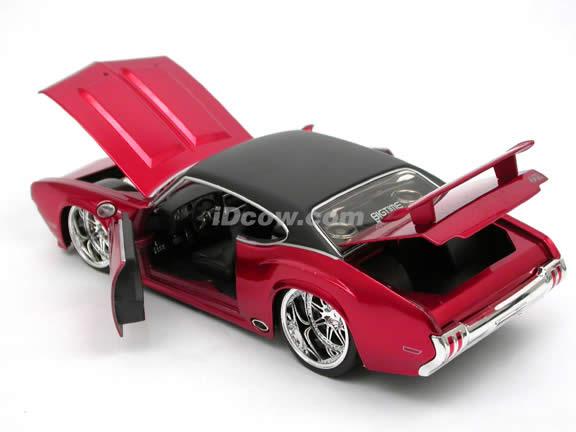 1970 Oldsmobile 442 diecast model car 1:24 scale die cast by Jada Toys - Metallic Red 90552