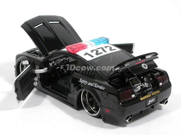 2006 Ford Mustang GT Police Car diecast model car 1:24 scale die cast by Jada Toys - 91348