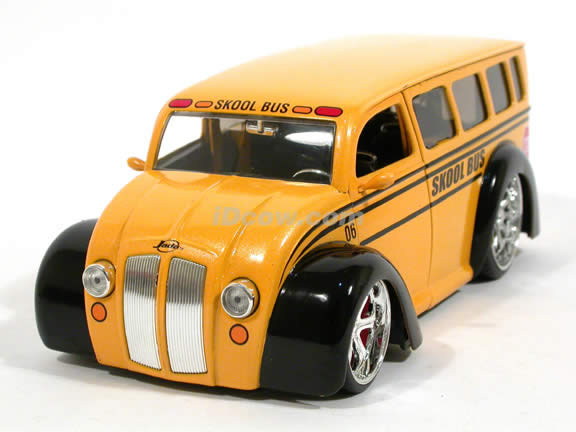 Skool Bus Div Cruizer School Bus diecast model car 1:24 scale die cast by Jada Toys - 92162