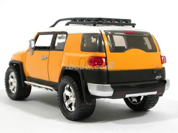 2007 Toyota FJ Cruiser diecast model car 1:24 scale die cast by Jada Toys - Yellow 91848