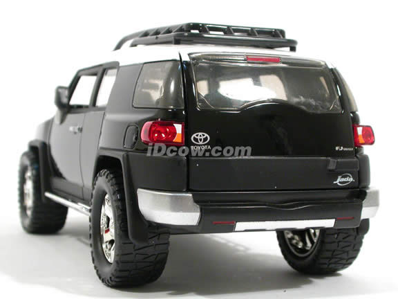 2007 Toyota FJ Cruiser diecast model car 1:24 scale die cast by Jada Toys - Black 91848