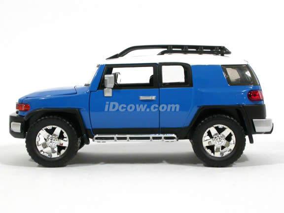 2007 Toyota FJ Cruiser diecast model car 1:24 scale die cast by Jada Toys - Blue 91848