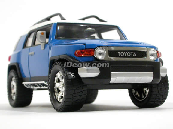 2007 Toyota FJ Cruiser diecast model car 1:24 scale die cast by Jada Toys - Blue 91848
