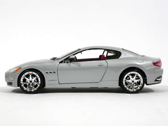 2008 Maserati Gran Turismo diecast model car 1:24 scale die cast by Bburago - Silver 24036