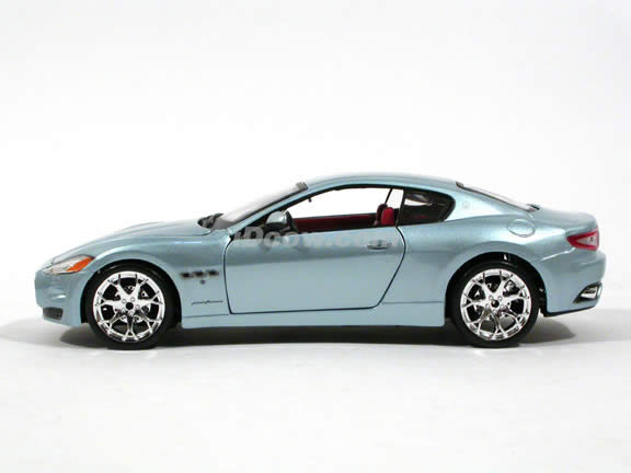 2008 Maserati Gran Turismo diecast model car 1:24 scale die cast by Bburago - Metallic Blue 24036