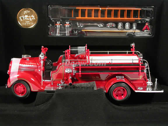 1938 Ford Fire Engine diecast model truck 1:24 scale die cast by Signature Yat Ming