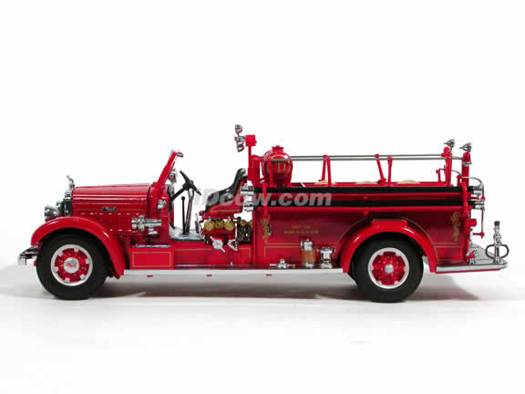 1935 Mack Type 75BX Fire Engine diecast model truck 1:24 scale die cast by Signature Yat Ming - 20098
