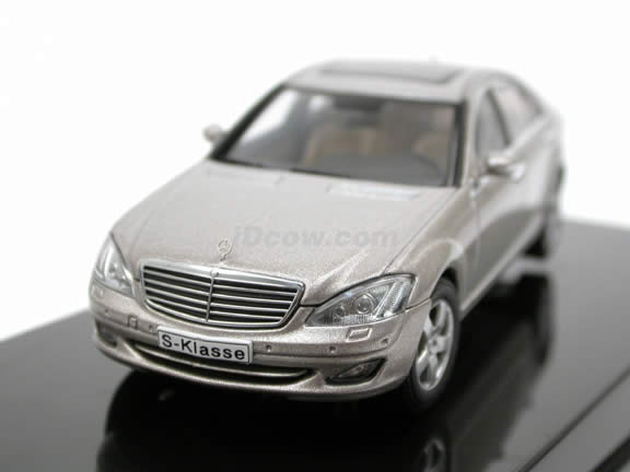 2005 Mercedes Benz S Class diecast model car 1:43 scale die cast from AUTOart - Silver 56201