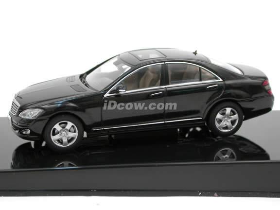 2005 Mercedes Benz S Class diecast model car 1:43 scale die cast from AUTOart - Black 56202