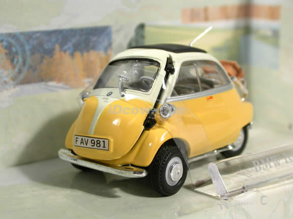 1958 BMW Isetta 250 diecast model car 1:43 scale die cast by Hongwell Cararama - Yellow
