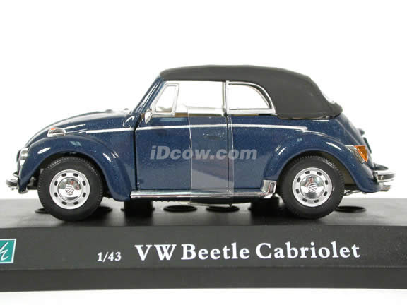 1970 Volkswagen Beetle Cabriolet diecast model car 1:43 scale die cast by Hongwell Cararama - Dark Blue