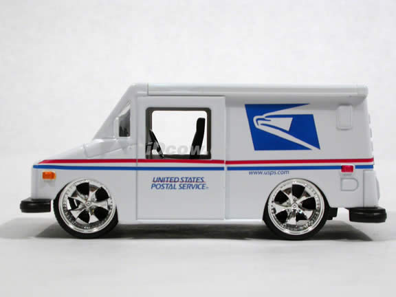 2007 US Postal Service Mail Truck diecast model Truck 1:32 scale die cast by Jada Toys - 91506