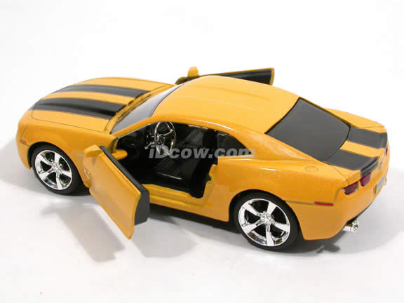 2006 Chevy Camaro diecast model car 1:32 scale die cast by Jada Toys - Bumble Bee Yellow 91783