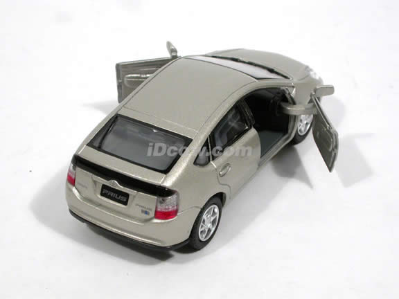 2006 Toyota Prius diecast model car 1:34 scale by Kinsmart - Champaign