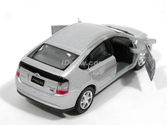 2006 Toyota Prius diecast model car 1:34 scale by Kinsmart - Silver