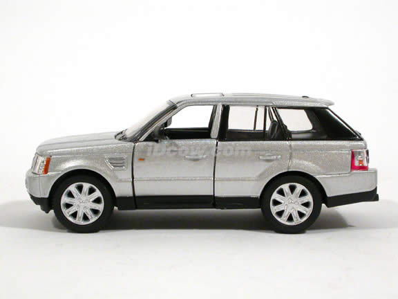2006 Land Rover Range Rover Sport diecast model Car 1:32 scale die cast by Kinsmart - Silver