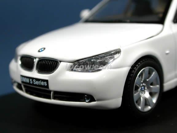 2004 BMW 545i diecast model car 1:43 scale die cast by Kyosho - White