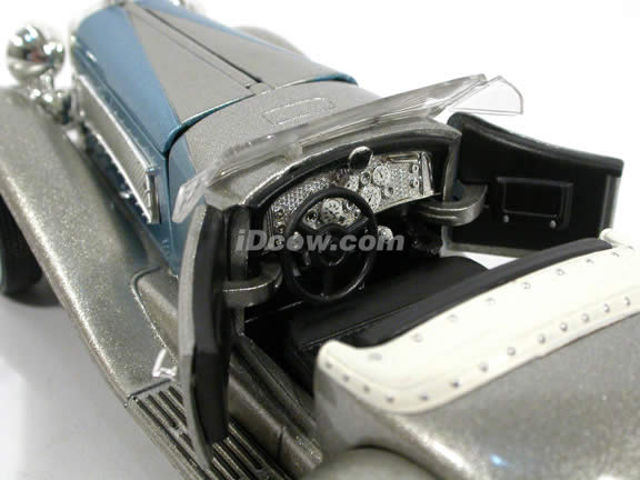 1935 Duesenberg SSJ diecast model Car 1:32 scale die cast by Signature Models - Silver 32318