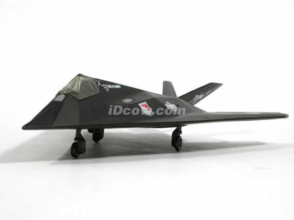 Lockheed F117 Nighthawk Stealth Figher plastic jet model 1:72 scale from NewRay - 21303
