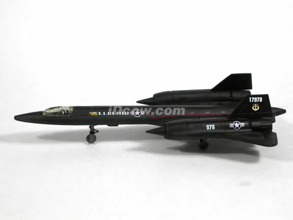 Lockheed Martin SR-71 Blackbird plastic jet model 1:72 scale from NewRay - 21303
