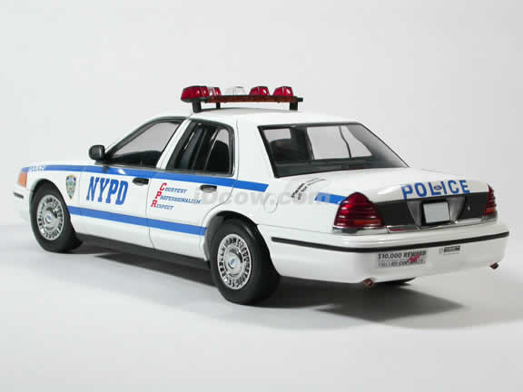 1999 Ford Crown Victoria NYPD Police Car diecast model car 1:18 scale by AUTOart
