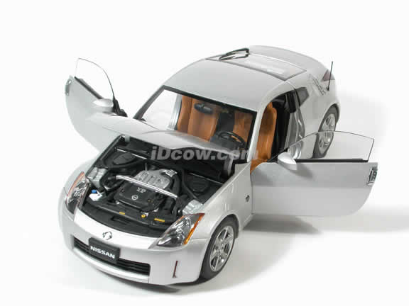 2003 Nissan 350Z diecast model car 1:18 scale by AUTOart - Silver