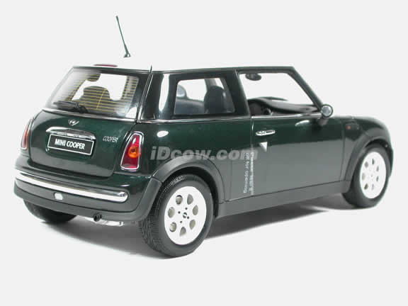 2003 Mini Cooper diecast model car 1:18 scale by AUTOart - Green