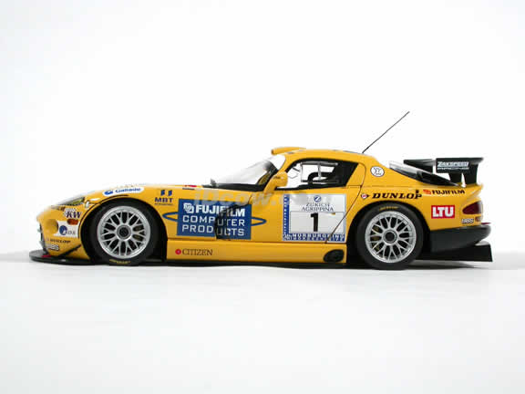 2002 Dodge Viper GTSR #1 24 Hours Nurburgring diecast model car 1:18 scale by AUTOart