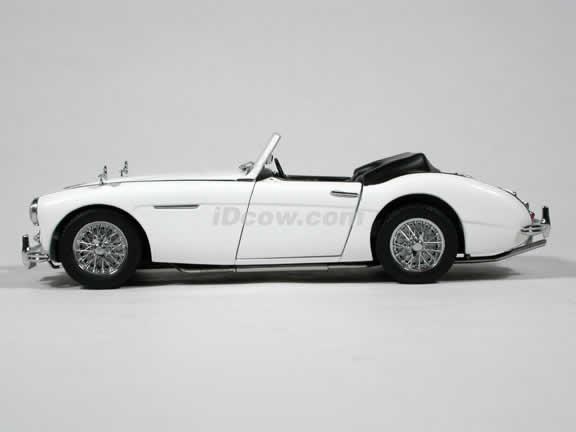 1959 Austin Healey 3000 MK I diecast model car 1:18 scale by AUTOart - White