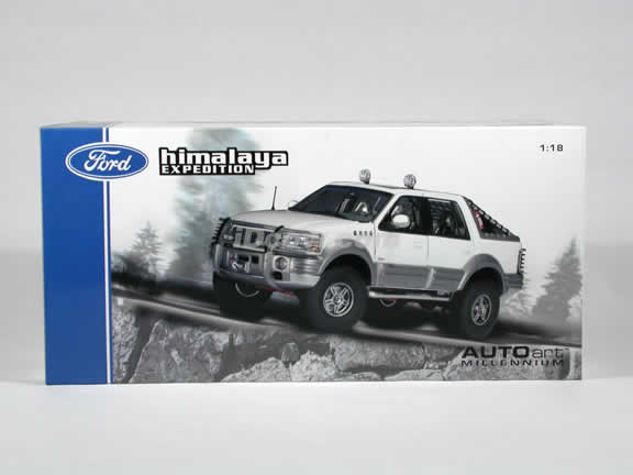 2000 Ford Expedition Himalaya diecast model car 1:18 scale by AUTOart