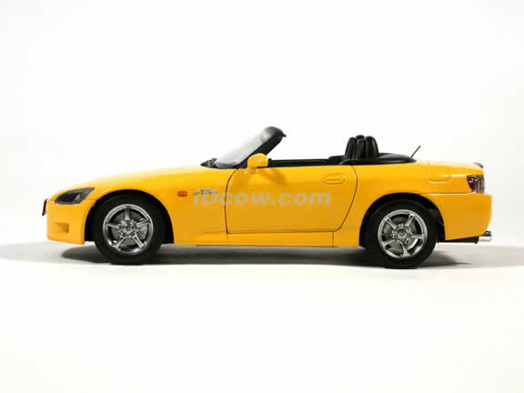 2000 Honda S2000 diecast model car 1:18 scale by AUTOart - Yellow