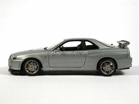 1999 Nissan Skyline GTR V-SPEC II diecast model car 1:18 scale die cast by AUTOart - Silver